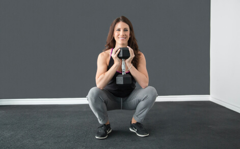 woman-using-weights